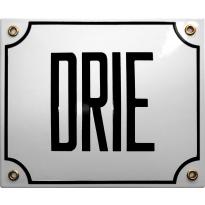 Emaille wit huisnummerbord 'DRIE' met zwarte letters, 150x180 mm