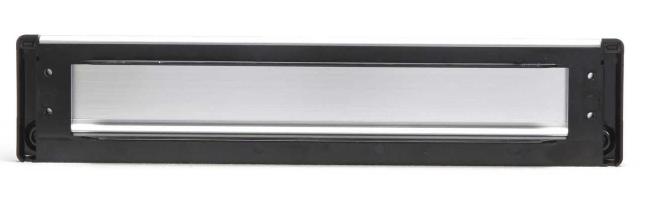 Sfeerimpressie AXA 6206 briefplaat afgerond 350x74mm klep met veermechanisme.PNG