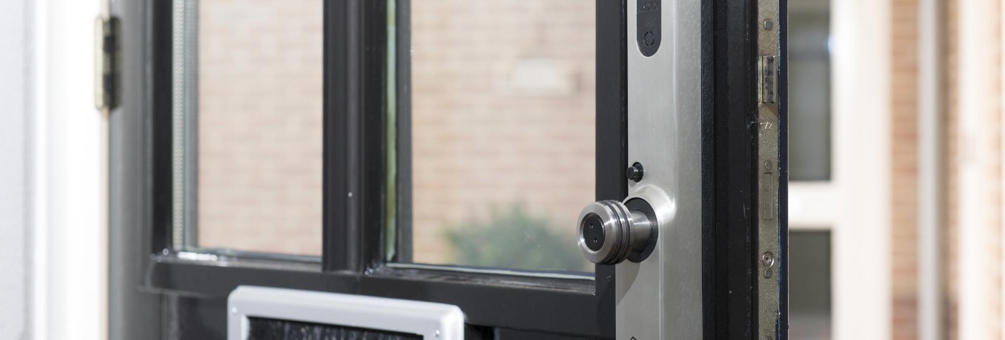 Voordeur met Invited smart lock